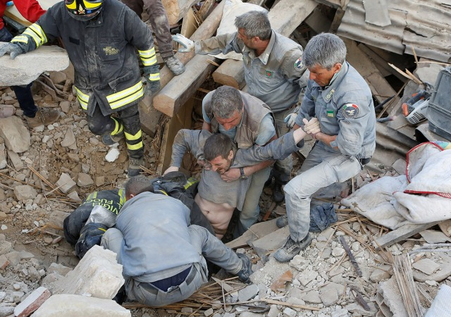 italy-earthquakerescue