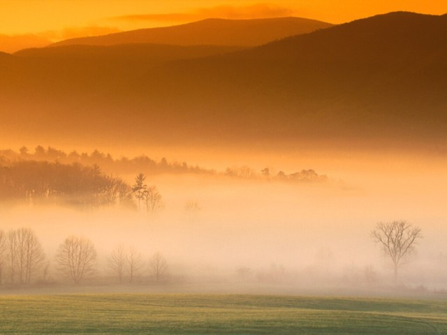 cades-cove-sunrise-great-smoky-mountains-tennessee