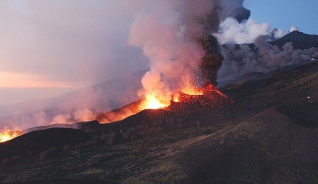 mount-etna-volcano-eruption-2017