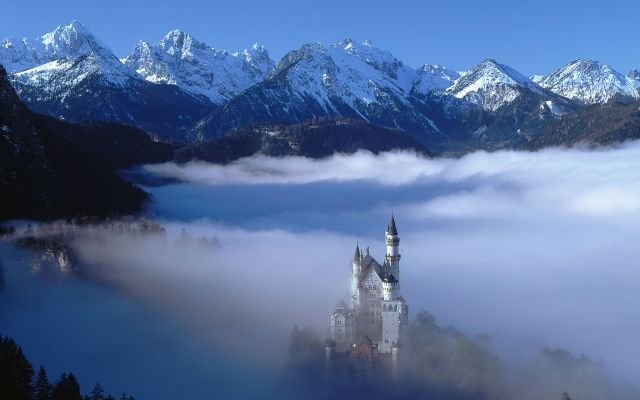 neuschwanstein-castle-mountains